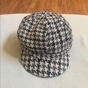 New Checker gray/black/white hat with design print